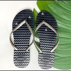 HAVAIANAS• navy & silver sailboat flip flops